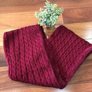 Accessories - Women's Circle Knit Neck Thick Burgundy Scarf🎀